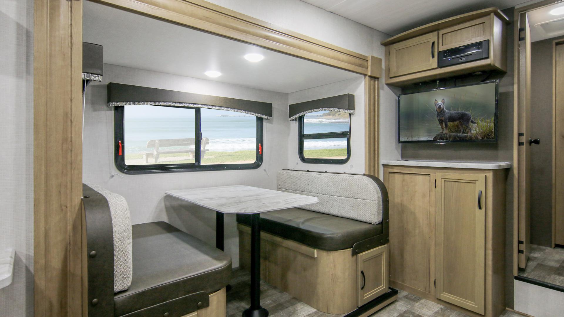 Winnebago Micro Minnie Fifth Wheel Dinette 2405RL