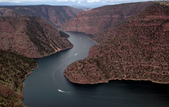 Flaming Gorge Red Canyons with speedboats racing along the water.