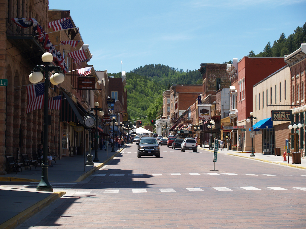 Cars driving down the street in downtown Deadwood.