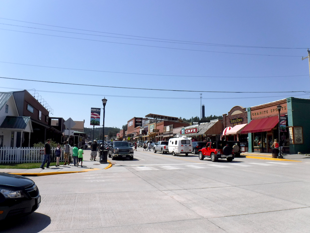 Busy streets of downtown Hill City.
